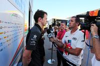 نيك يلولي، سائق تجارب فريق سهارا فورس إنديا فورمولا 1 مع الصحافة