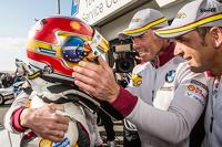 Pole-Position: Augusto Farfus feiert mit Jörg Müller, Nicky Catsburg und Dirk Adorf