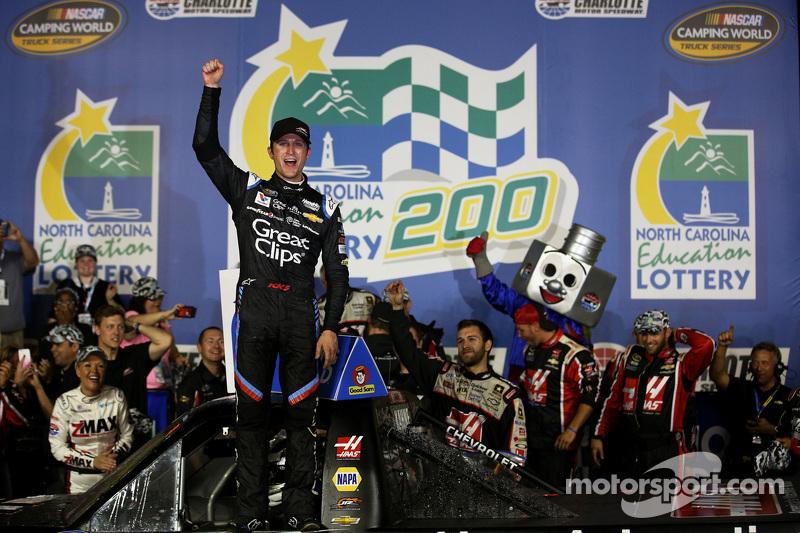 1. Kasey Kahne, JR Motorsports, Chevrolet, feiert