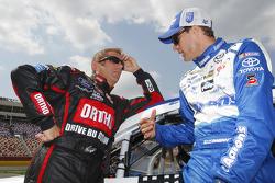 Greg Biffle, Roush Fenway Racing Ford et David Ragan, Michael Waltrip Racing Toyota