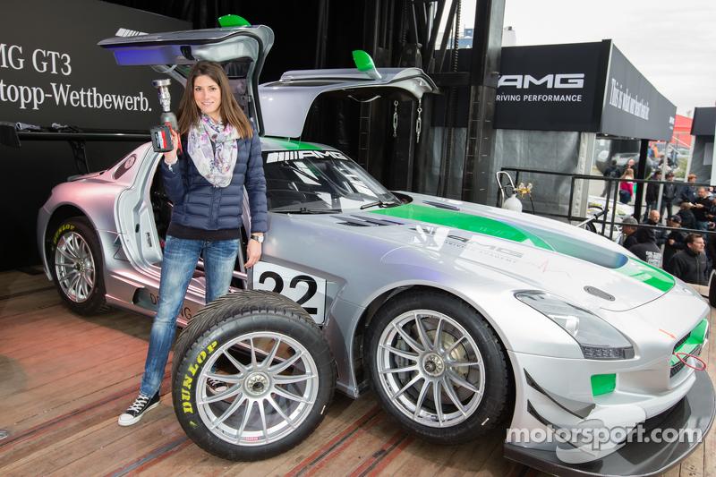 Kompetisi Pit Stop AMG SLS GT3: pembalap dan pembawa acara Cyndie Allemann