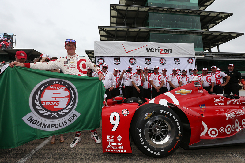 Scott Dixon, Chip Ganassi Racing Chevrolet merayakan pole position