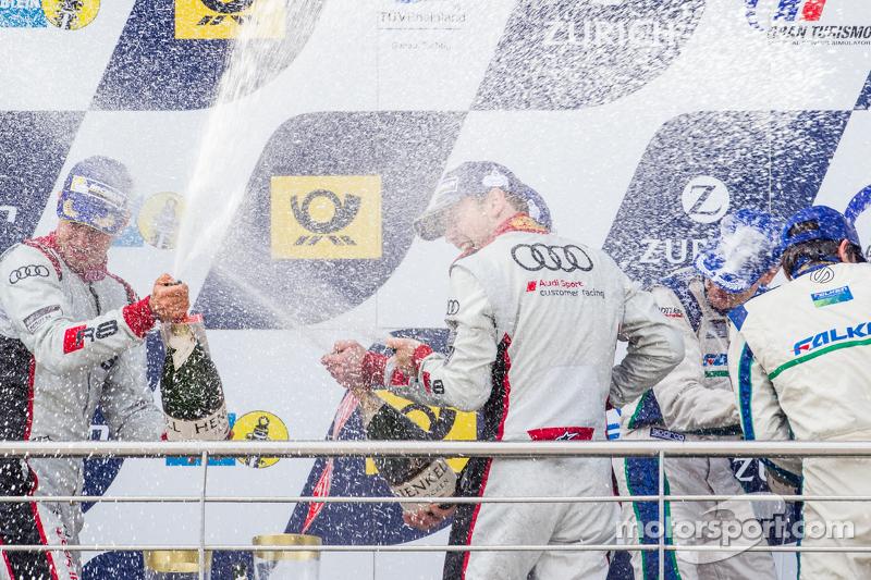 Podium: Christopher Mies, Edward Sandström, Nico Müller, Laurens Vanthoor feiern mit Champagner