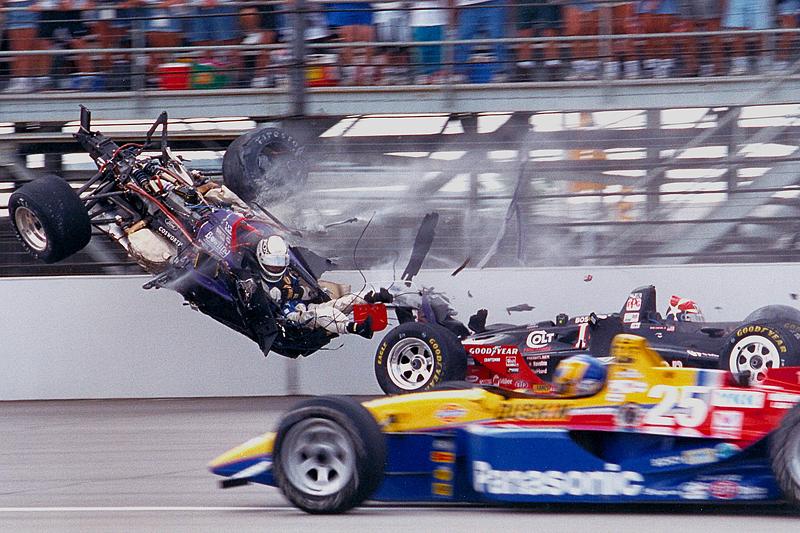 В 1995 году Жак Вильнев выиграл Indy 500, фактически проехав 505 миль вместо 500, так как получил штраф в два круга за обгон машины безопасности, выехавшей после аварии в начале гонки