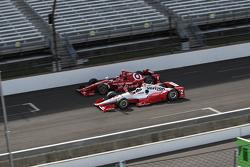 Scott Dixon, Chip Ganassi Racing Chevrolet y Juan Pablo Montoya, Team Penske Chevrolet