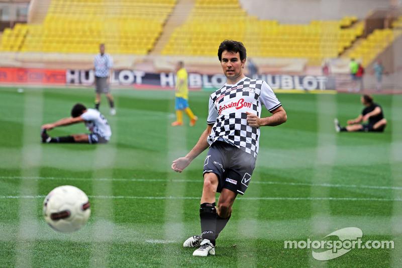 Sergio Pérez Sahara Force India F1 en el partido de fútbol a beneficio