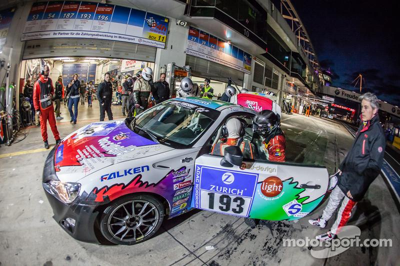 Boxenstopp für #193 Toyota GT86: Olivier Mytjens, Bruno Barbaro