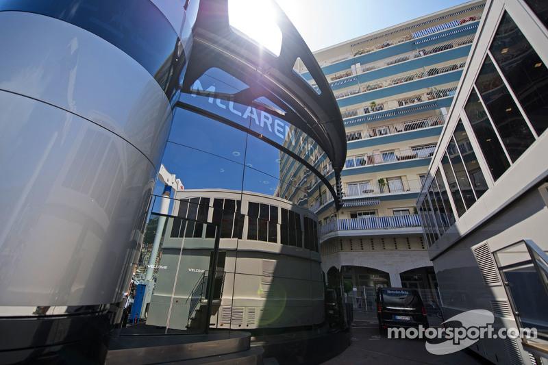 McLaren моторхоум в паддок