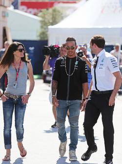 Синди Аллеман, гонщица, с Льюисом Хэмилтоном, Mercedes AMG F1