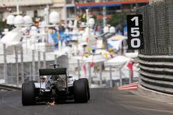 Nico Rosberg, Mercedes AMG F1 W06tira faíscas do carro