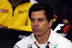 Toto Wolff, Mercedes AMG F1 Accionista y Director Ejecutivo de la Conferencia de prensa de la FIA
