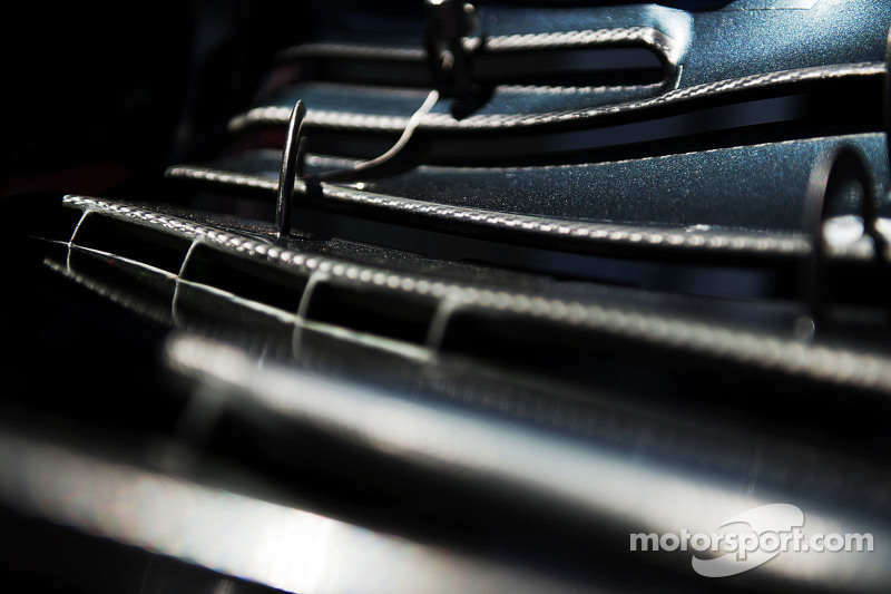 McLaren MP4-30 переднє крило в деталях