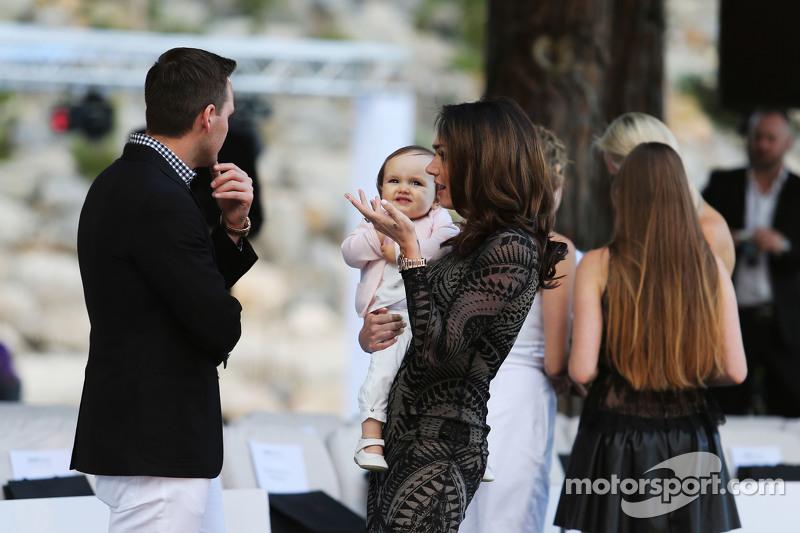 Tamara Ecclestone, bersama her husb, dan Jay Rutl, dan, , dan her daughter Sophia Eccelstone-Rutl, dan, di Amber Lounge Fashion Show