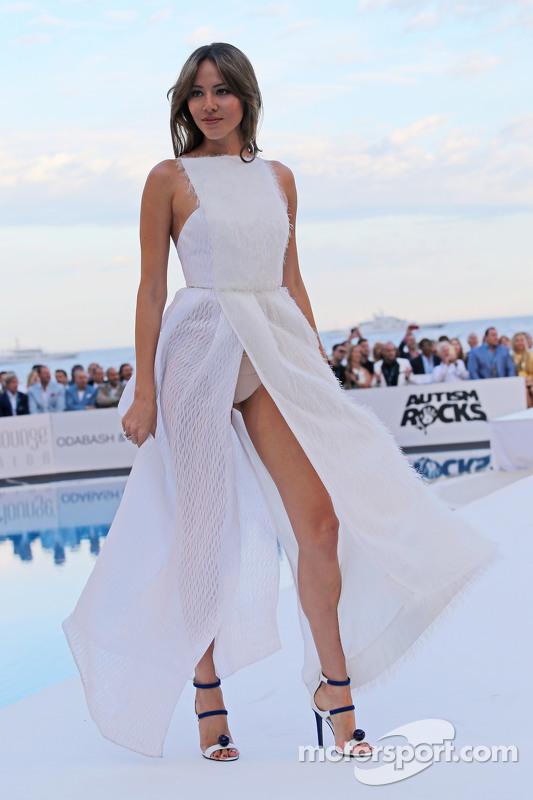 Jessica Michibata, ex esposa de Jenson Button, McLaren, en el Amber Lounge Evento de Moda