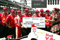 Helio Castroneves, Team Penske Chevrolet celebrates with his team