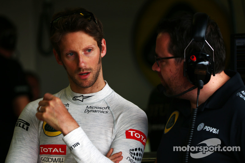 Romain Grosjean, Lotus F1 Team with Julien Simon-Chautemps, Lotus F1 Team Race Engineer