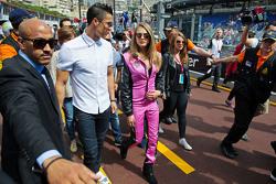 (Von links nach rechts): Fußballprofi Cristiano Ronaldomit Model Cara Delevingne
