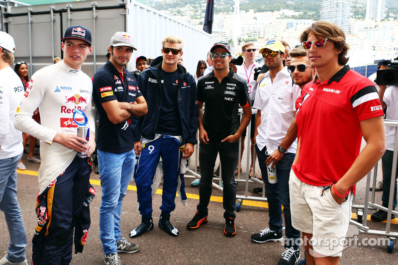 (Kiri ke Kanan): Max Verstappen, Scuderia Toro Rosso; Carlos Sainz Jr., Scuderia Toro Rosso; Marcus