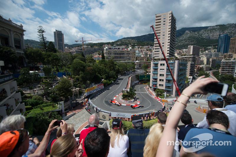Will Stevens, Manor F1 Team, precede Roberto Merhi, Manor F1 Team