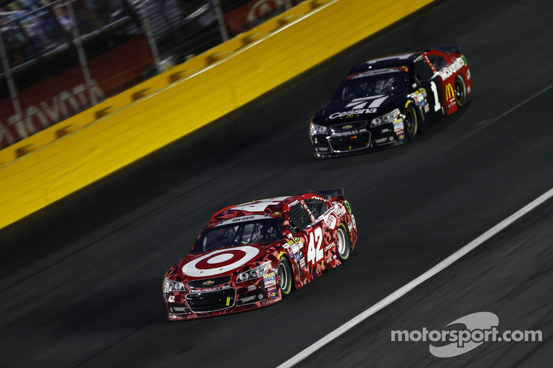 Kyle Larson, Chip Ganassi Racing Chevrolet, dan Jamie McMurray, Chip Ganassi Racing Chevrolet