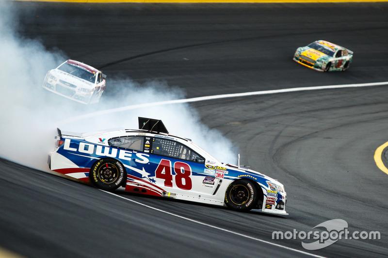 Jimmie Johnson, Hendrick Motorsports Chevrolet in trouble