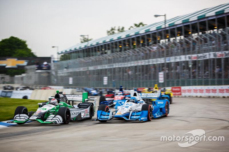 Carlos Munoz, Andretti Autosport Honda та Сімон Пагенауд, Team Penske Chevrolet battle on track