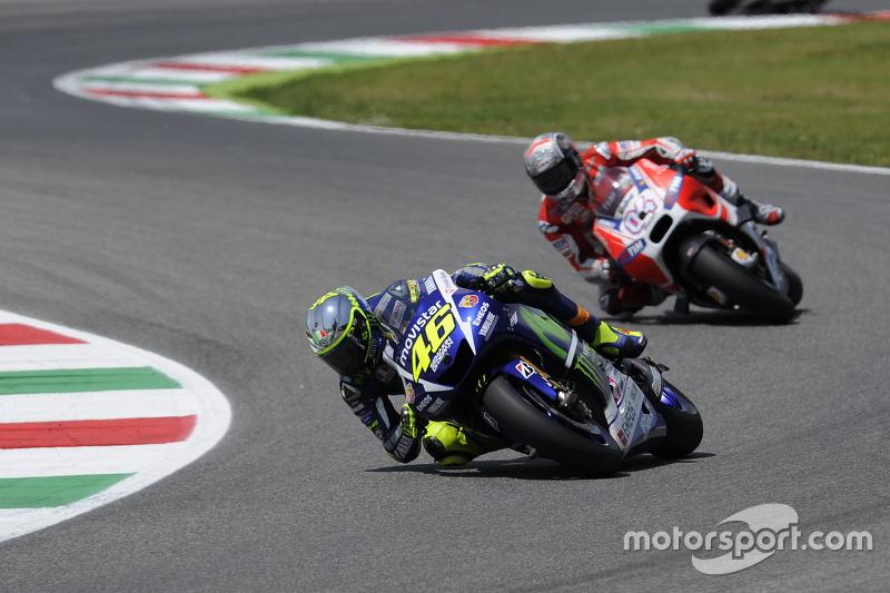 """2015 - Há duas temporadas, Rossi criou um desenho """"ecológico"""": cromado e com painéis solares nas laterais para 'captar a energia' do público. Na corrida, o nível máximo era representado pela cor amarela, uma das marcas registradas do italiano."""