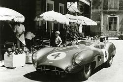 Aston Martin Racing en el Hotel de Francia en Le Mans en el año 1950