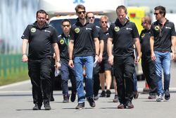 Romain Grosjean, Lotus F1 Team, und Julien Simon-Chautemps, Romain Grosjean, Renningenieur, Lotus F1 Team