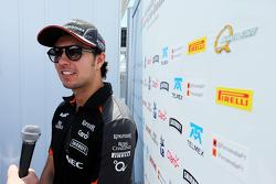 Sergio Perez, Sahara Force India F1, mit der Presse