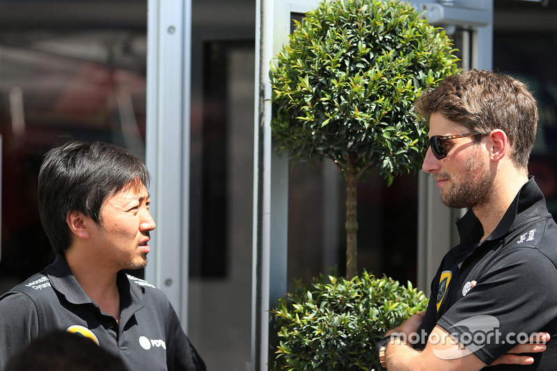 Romain Grosjean, Lotus F1 Team and Ayao Komatsu, Lotus F1 Team