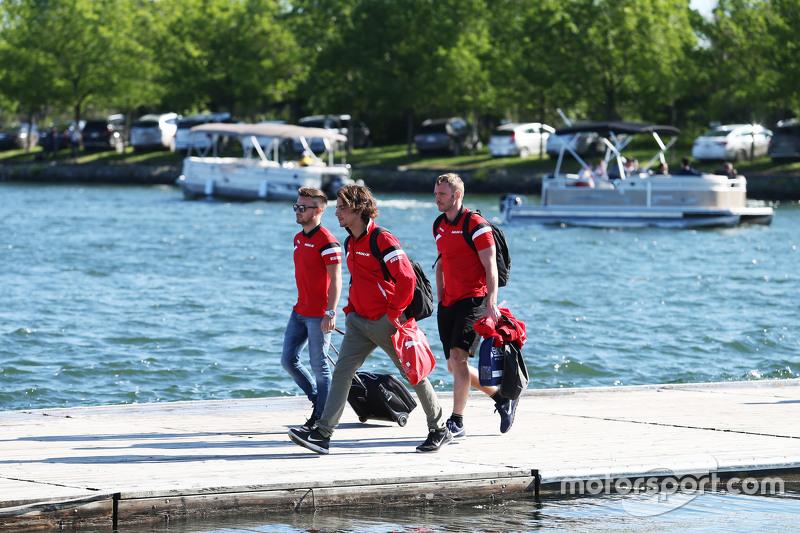 Will Stevens, Manor Marussia F1 Team, mit Teamkollege Roberto Merhi, Manor Marussia F1 Team