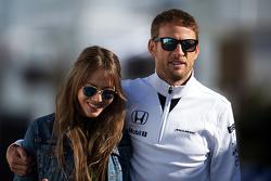 Jenson Button, McLaren com sua mulher Jessica Button