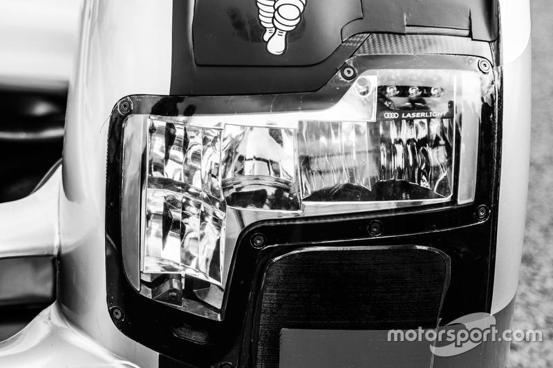 #8 Audi Sport Team Joest Audi R18 e-tron quattro headlight
