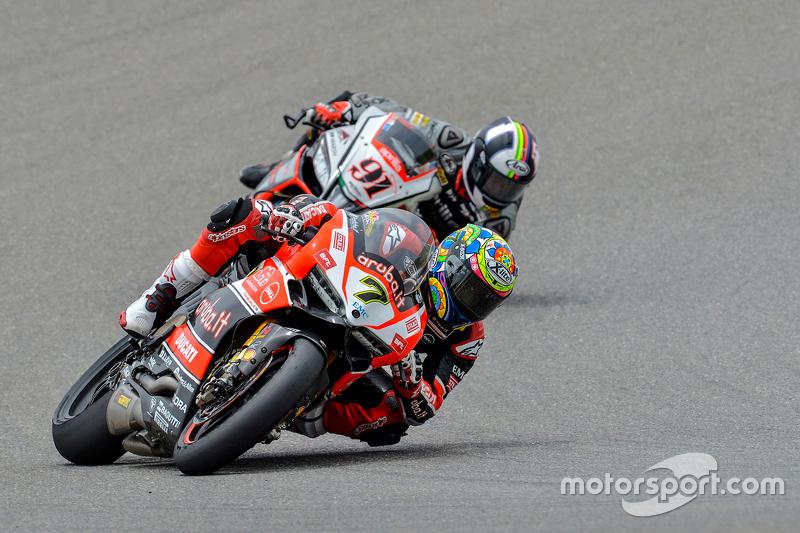 Чаз Девіс, Ducati Superbike Team, devant Леон Хаслам, Red Devils Roma