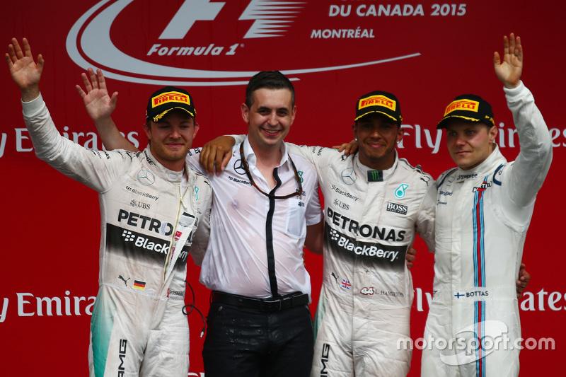Y el primer podio de ese año, cómo no, fue con su nuevo compañero y con el piloto al que sustituye
