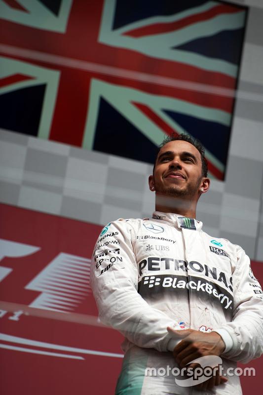 Podium : Le vainqueur Lewis Hamilton, Mercedes AMG F1