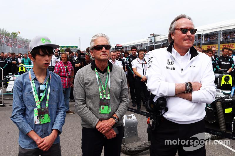 Michael Douglas, Aktör ve oğlu Dylan Douglas, ve Mansour Ojjeh, McLaren Hissedarı, gridde 07