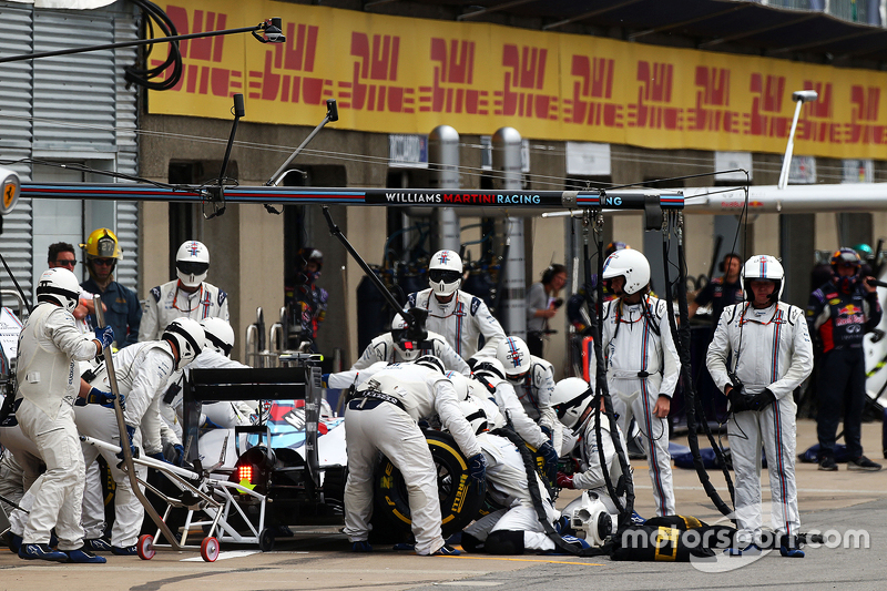 Valtteri Bottas, Williams FW37, esegue un pit stop