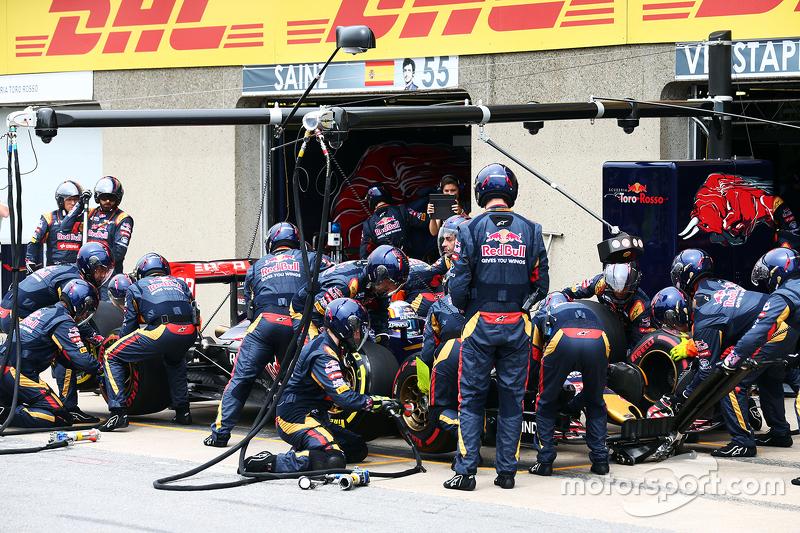Max Verstappen, Scuderia Toro Rosso STR10, beim Boxenstopp
