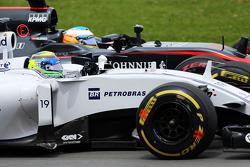 Фелипе Масса, Williams FW37 и Фернандо Алонсо, McLaren MP4-30 - борьба за позицию