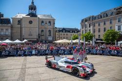 #7 Audi Sport Team Joest, Audi R18 e-tron quattro: Marcel Fässler, André Lotterer, Benoit Tréluyer