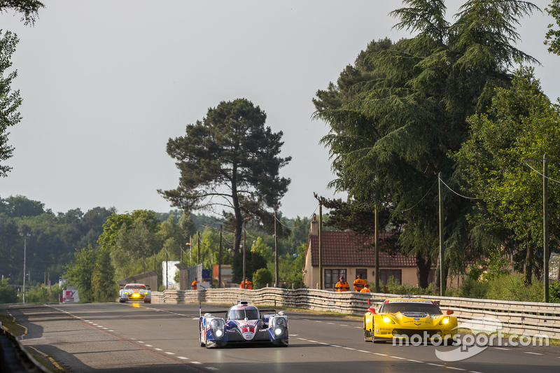 #1 Toyota Racing, Toyota TS040 Hybrid: Sébastien Buemi, Anthony Davidson, Kazuki Nakajima überholen