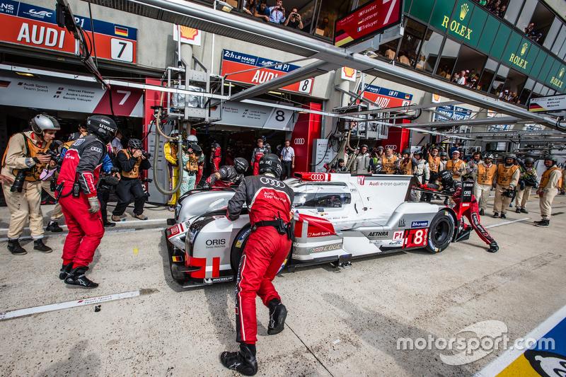 #8 Audi Sport Team Joest Audi R18 e-tron quattro: Lucas di Grassi, Loic Duval, Oliver Jarvis kembali ke trek