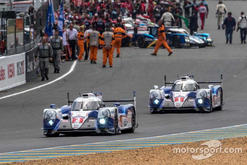 #2 Toyota Racing, Toyota TS040 Hybrid: Alexander Wurz, Stéphane Sarrazin, Mike Conway beim Verlassen