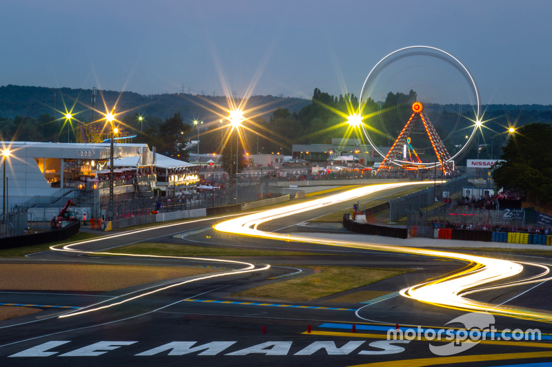 Luces de noche en Le Mans