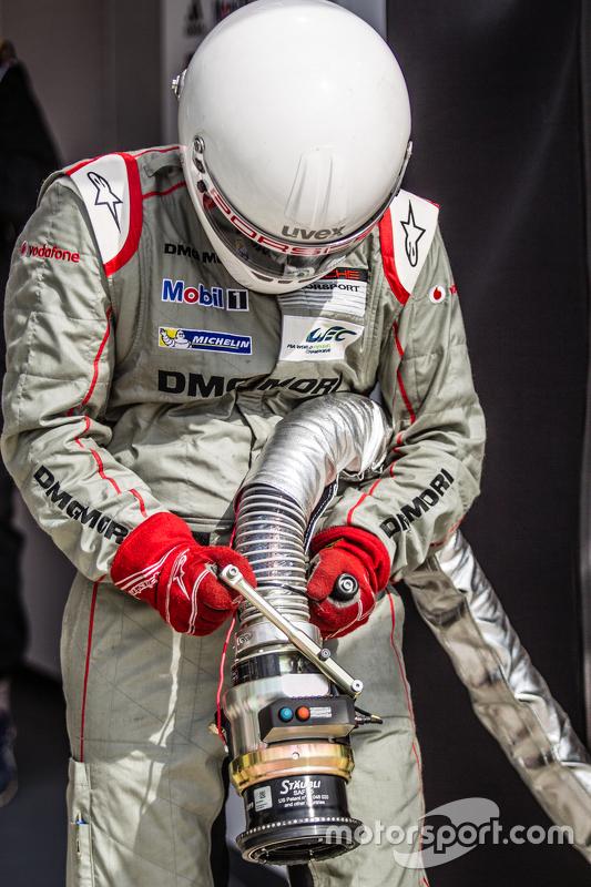 Porsche Team refueler