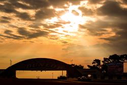 Raceactie tijdens zonsopkomst
