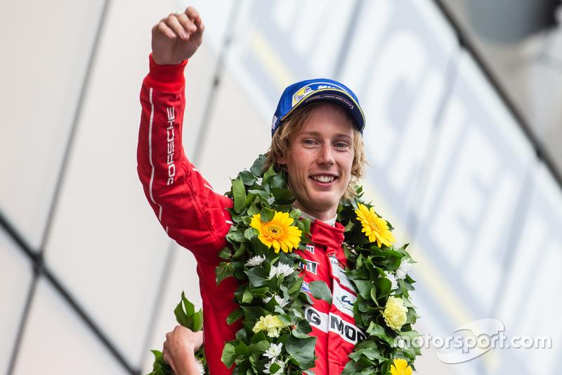 LMP1 podium: peringkat kedua Porsche Team: Brendon Hartley
