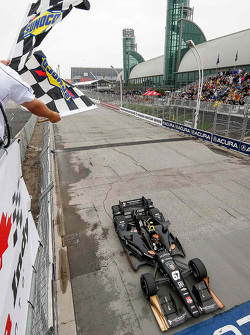 Josef Newgarden, CFH Racing Chevrolet se lleva la victoria